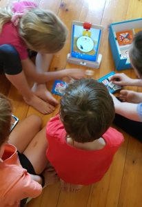 Osmo Genius Kit - children captivated by the augmented reality