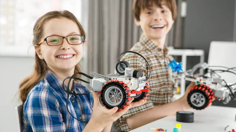Top 7 Best Robotics Kits for Middle School Students (2021)