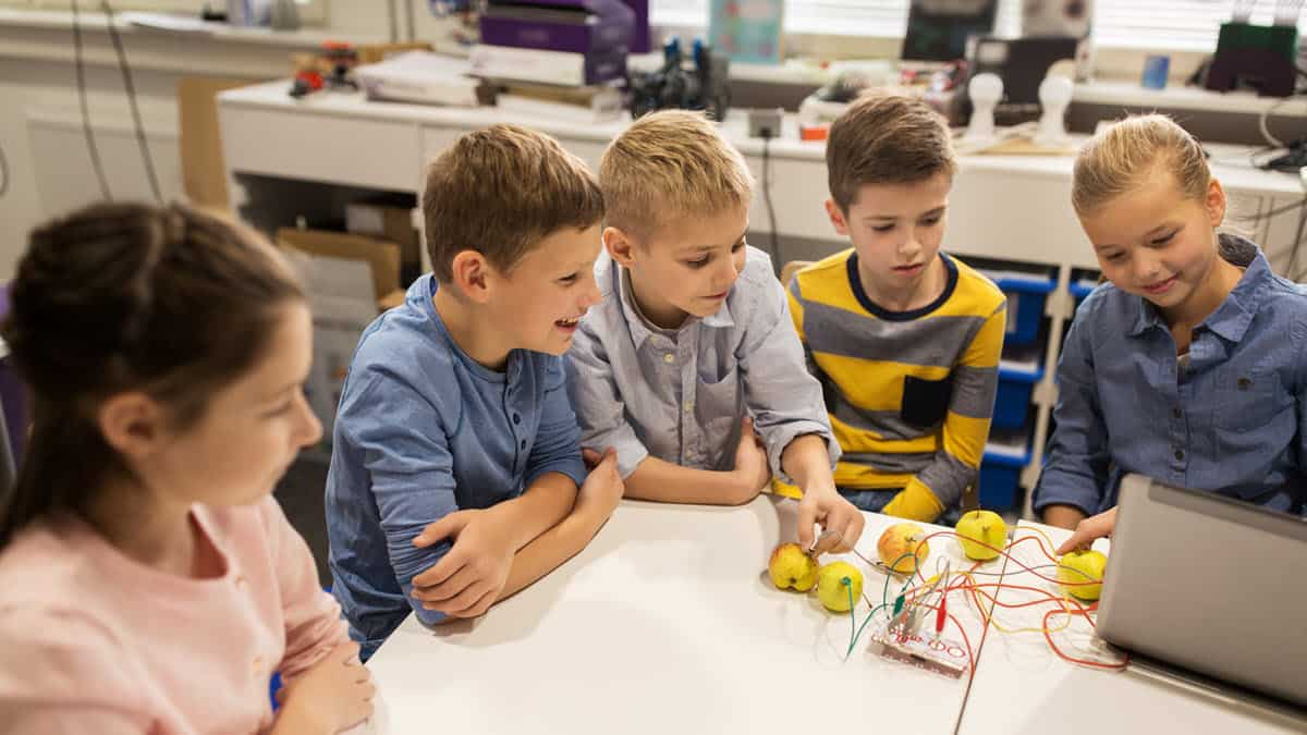 LittleBits vs Snap Circuits - Which Electronics Set to Buy