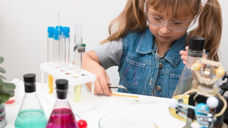 10 Best STEM Gifts for Girls – Tween Girls Belong in Science!