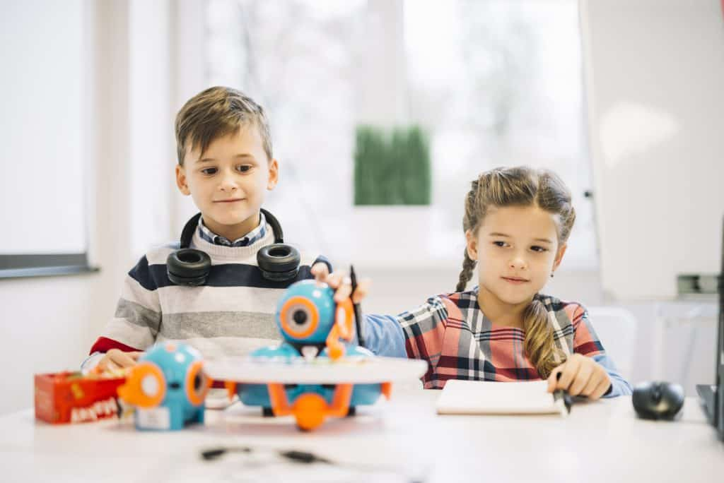 kids playing robotics