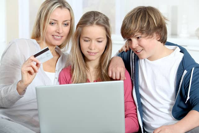 Family buying STEM Toys online from Amazon