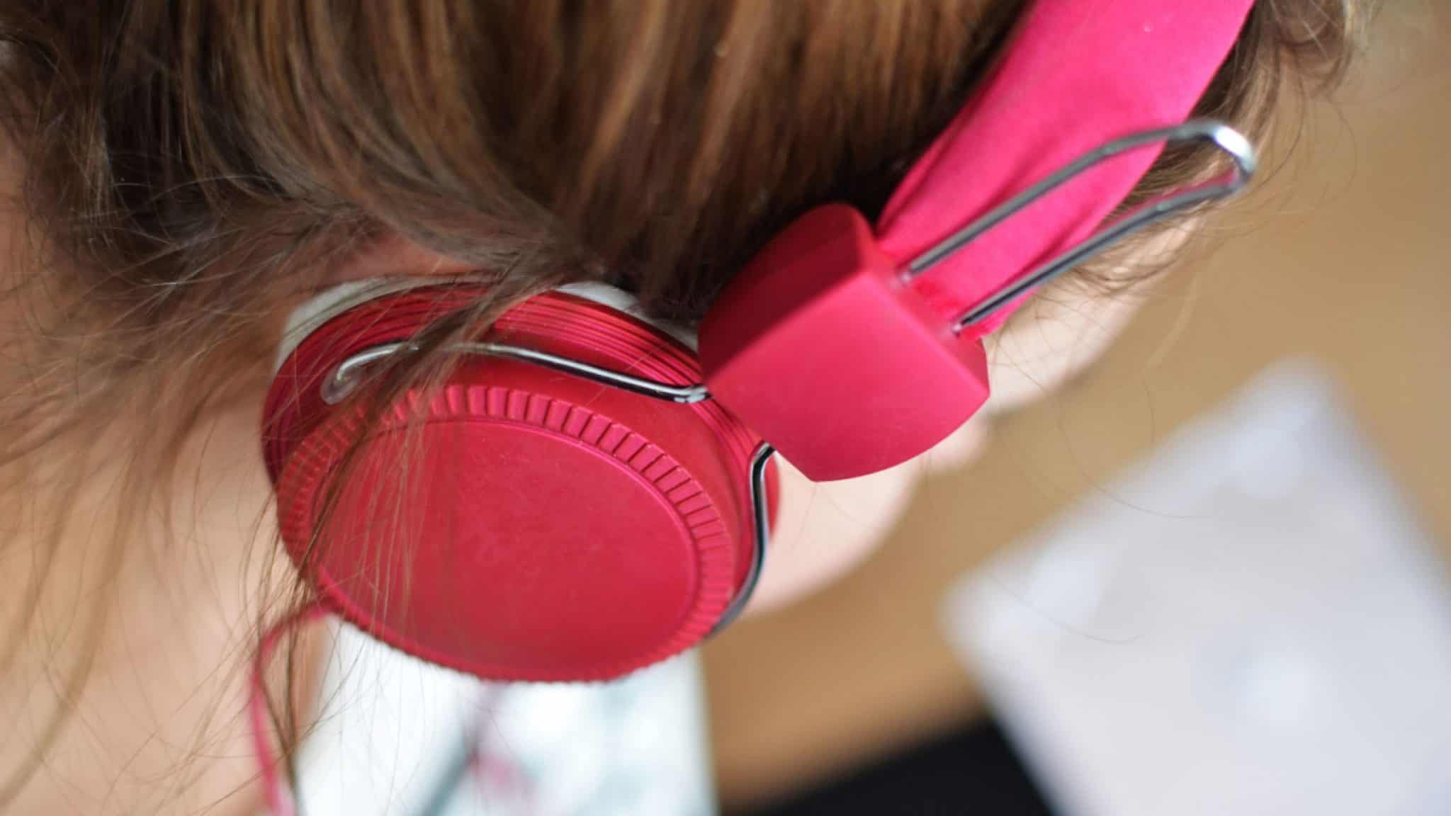 Best Headphones For Elementary School Computer Lab - We Got the Beat!