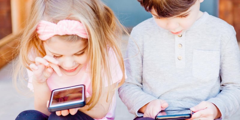 Children playing physics games for android