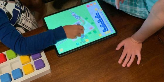 Kids learning how to code through Tangiplay app