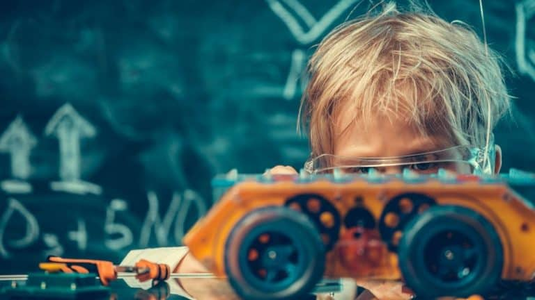 Best STEM Toys for 7-Year-Olds (Top 14 Picks for 2021)