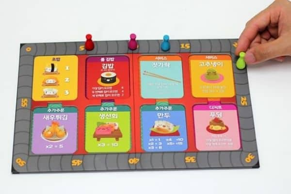 Person playing Sushi Go board game