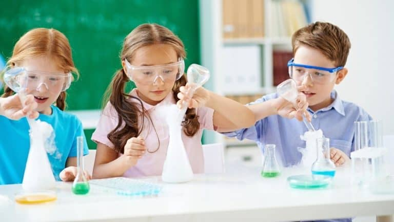 Best Chemistry Set for Kids (Top 10 in 2021)