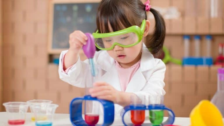 Best Science Gifts for Toddlers [Our Top 8 Picks for 2021]