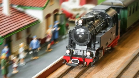 Top 11 Best Model Train Sets for Kids & Adults [2020]
